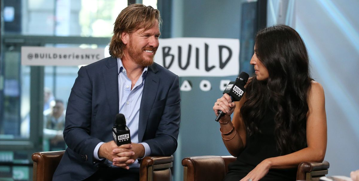 chip gaines admits wife joanna gaines has a 39 nasty 39 side eye. Black Bedroom Furniture Sets. Home Design Ideas