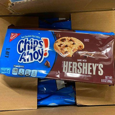 Snack, Food, Junk food, Cookies and crackers, Cookie, Cracker, Saltine cracker, Cuisine, Finger food, Baked goods,