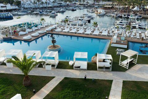 Los mejores sitios para comer y tomar copas en Ibiza, Mallorca, Marbella, Barcelona...