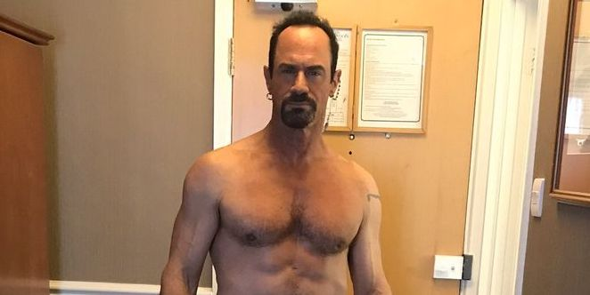 Law Order Svus Christopher Meloni Shows Off His Abs In New Photo