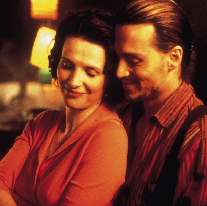 Chocolat Juliette Binoche plays a chocolatier in this romantic drama, whose sweet concoctions stir the emotions of the residents of her conservative French town.