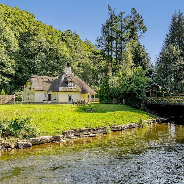 chainbridge lodge thatched cottage for sale in devon