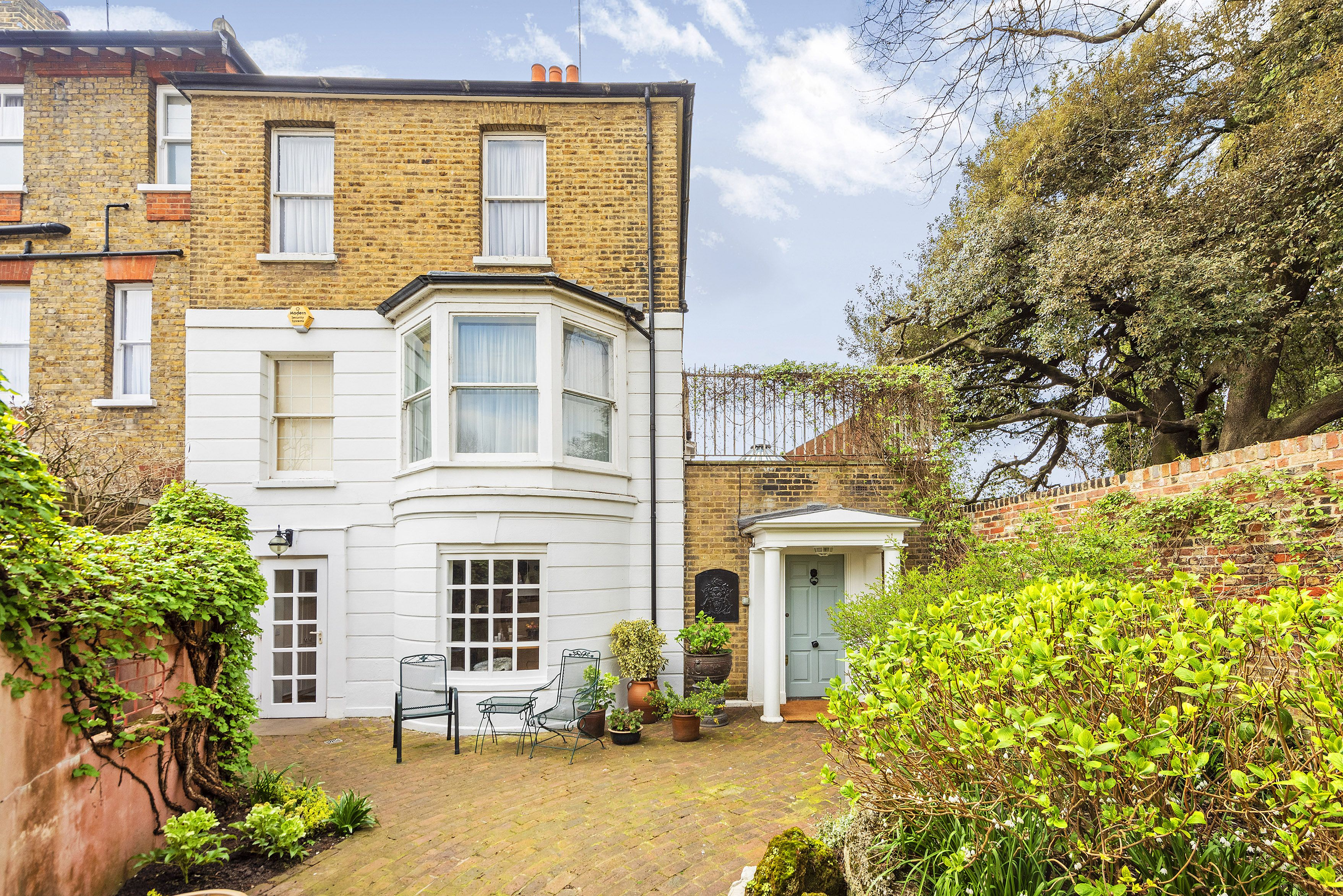 Delightful Georgian house along scenic stretch of the River Thames for sale in Richmond
