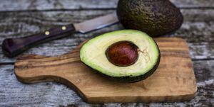 tip-truc-harde-avocado-rijpen-papieren-zak-appel