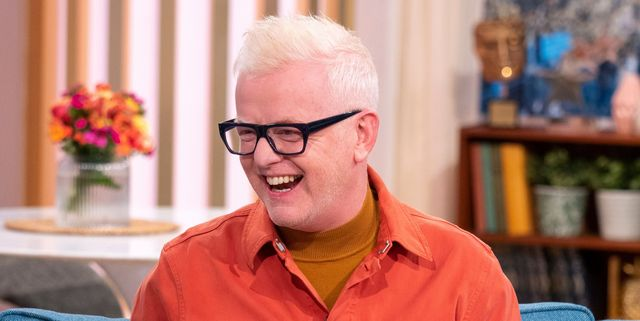 DJ Chris Evans pulls his trousers down live on This Morning