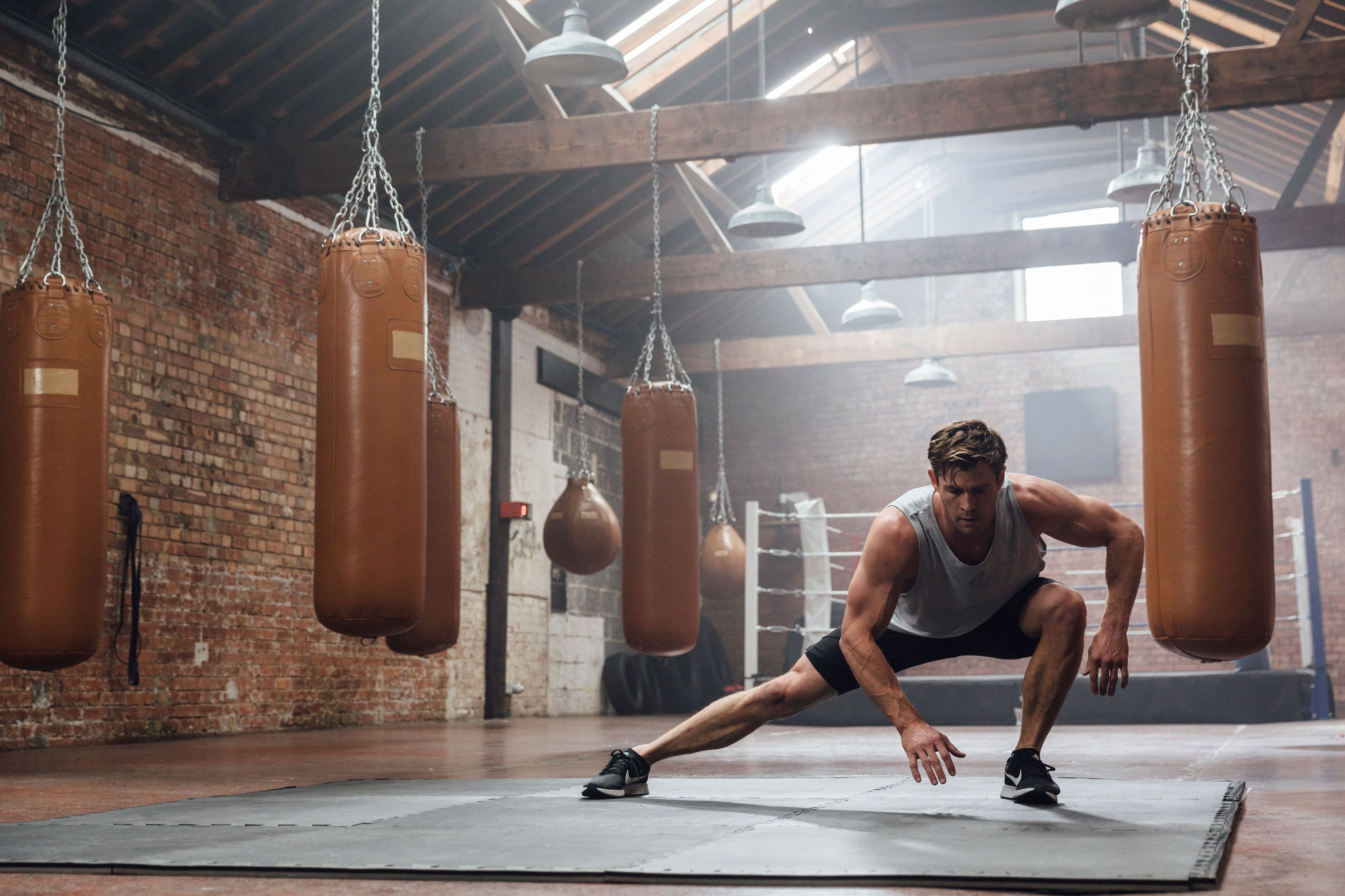 Build Muscle With This 20-Minute Bodyweight Workout From Chris Hemsworth's PT