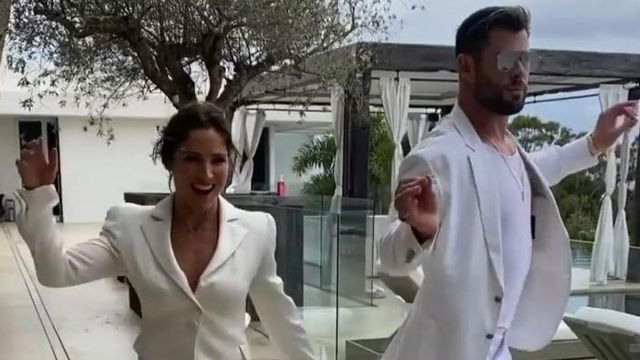 Chris Hemsworth and his viral dance in white with Elsa Pataky
