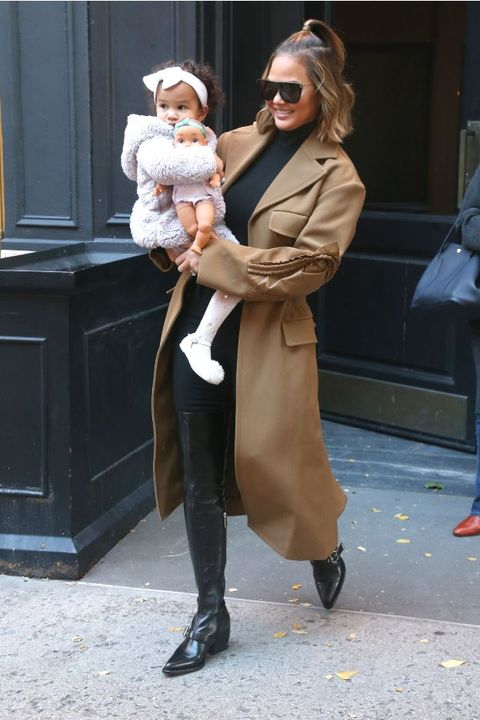 Street fashion, Snapshot, Fur, Fashion, Footwear, Fur clothing, Outerwear, Coat, Overcoat, Trench coat,