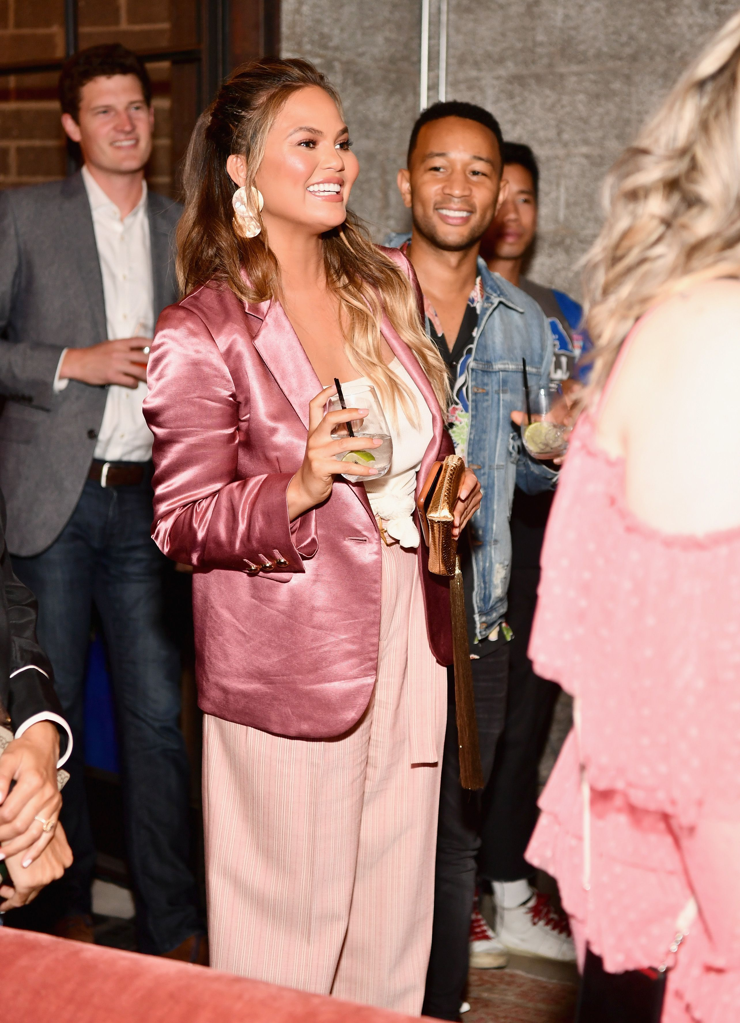 9fbcedb3ea382 Here's How Chrissy Teigen Really Eats During The Day