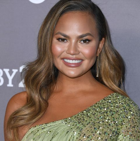 Chrissy Teigen at the2019 Baby2Baby Gala Presented By Paul Mitchell - Arrivals