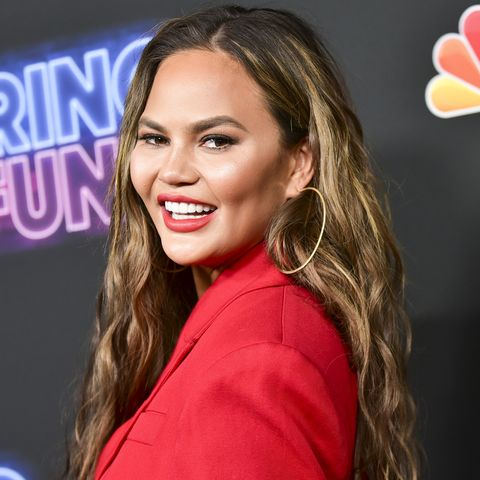 "Chrissy Teigen Says She's Been Using Pure Aloe Vera When Her Skin ""Freaks Out"""