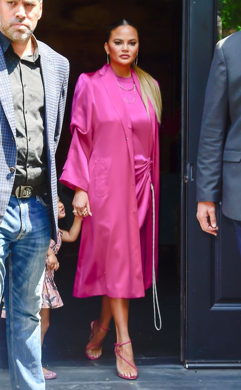 chrissy teigen pink dress