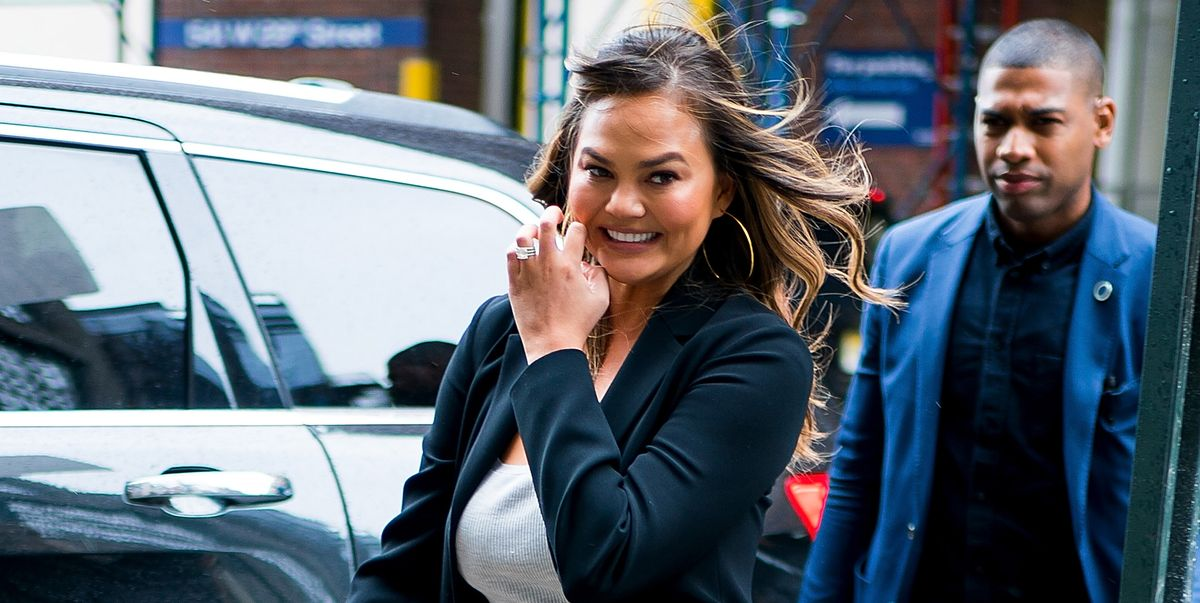 Watch Chrissy Teigen Get Hit By An Umbrella During Nbc S New Year S Eve Coverage