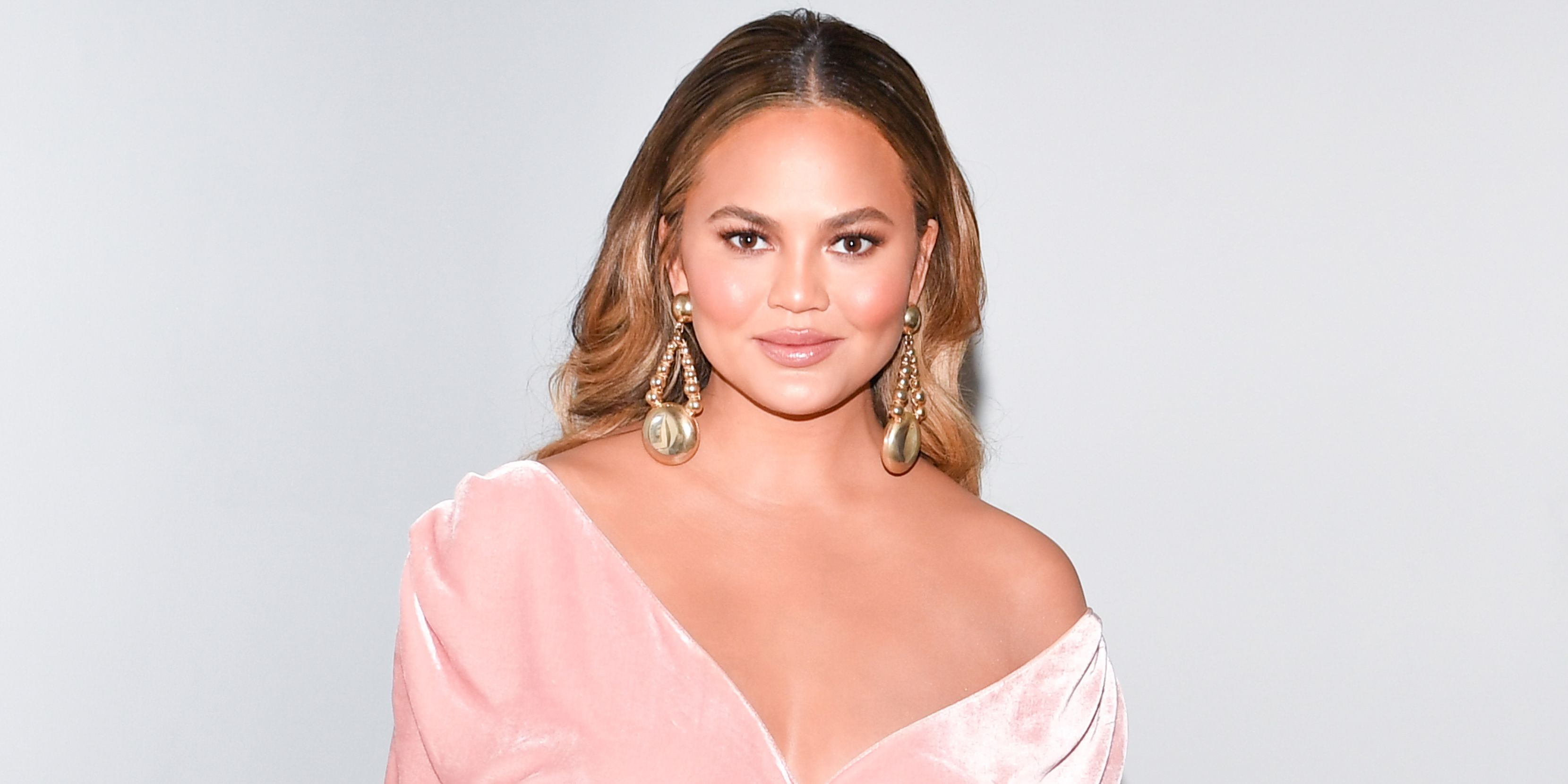 Chrissy Teigen Tweets Hilariously About Pregnancy