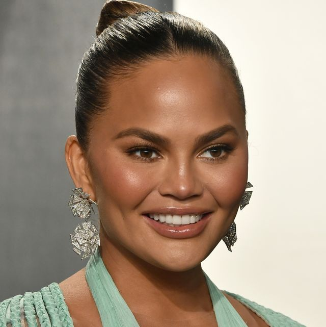 chrissy teigen, posts, photo, breasts, instagram story, implant, surgery