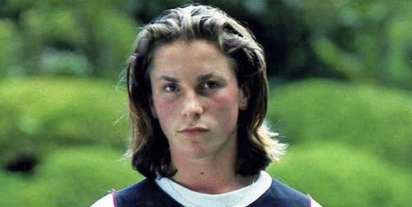 La foto viral del actor Christian Bale con solo 16 años: melena y sudadera de la época
