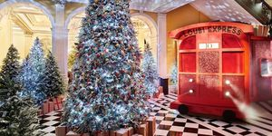 christian-louboutin-kerstboom-claridges