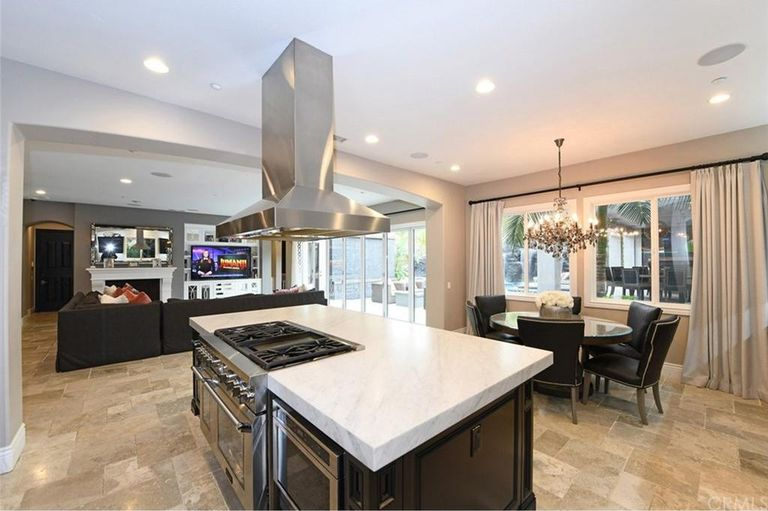 Christina and tarek el moussa mansion for sale 39 flip or for Flip flop real estate