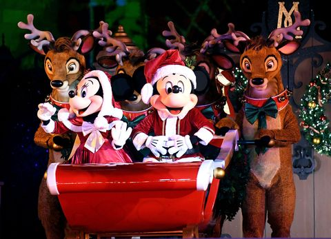 Halloween Thanksgiving Christmas Gif.Here S What It S Really Like To Spend Christmas At Disney