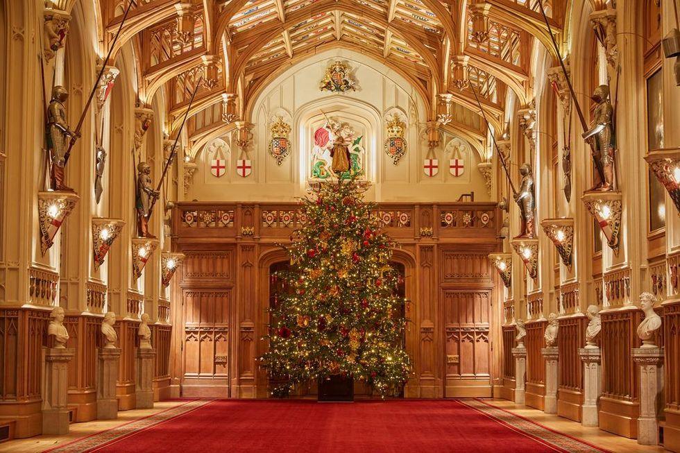 https://hips.hearstapps.com/hmg-prod.s3.amazonaws.com/images/christmas-at-windsor-castle-referenceimage-m11372-1607016794.jpg?resize=980:*