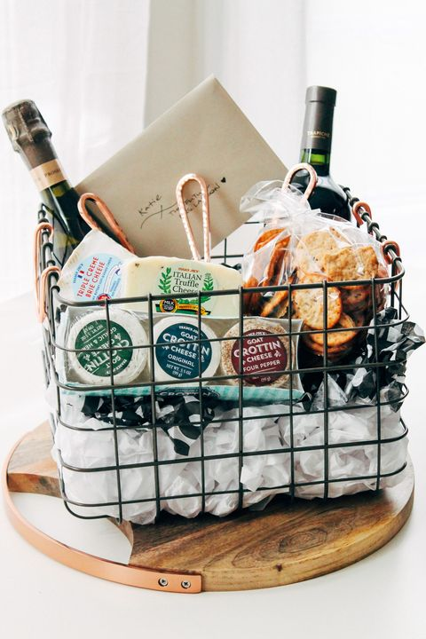 25 Diy Christmas Gift Basket Ideas How To Make Your Own