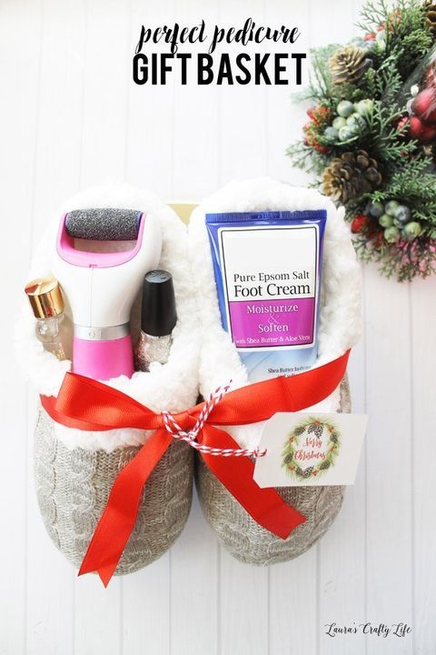 25 Diy Christmas Gift Basket Ideas How To Make Your Own Holiday Gift Baskets