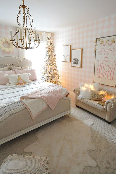 24 Best Christmas Bedroom Decor Ideas 2019 Holiday Bedroom Decorations