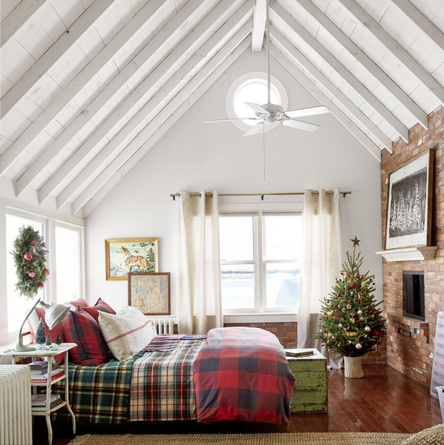 25 Best Christmas Bedroom Decor Ideas - Holiday Bedroom ...