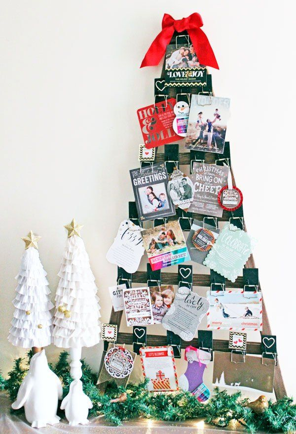 f4eb97ba1a1 27 DIY Christmas Card Holder Ideas - How to Display Christmas Cards