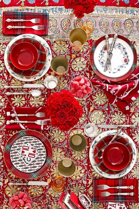 christmas table setting with red tablecloths