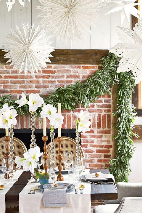 28 Best Diy Christmas Centerpieces Beautiful Ideas For Christmas Table Centerpiece