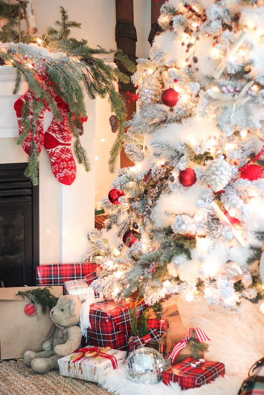 25 christmas decorating ideas for an ultra stylish holiday rh elledecor com christmas decorating ideas pinterest christmas decorating ideas outside