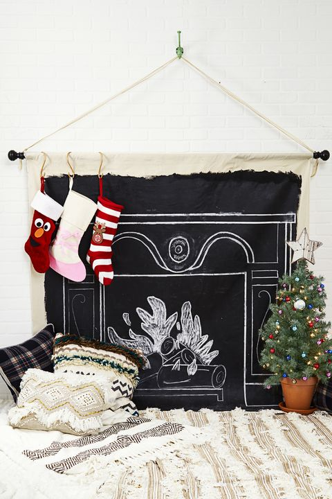 Christmas Decoration Ideas - Mural Fireplace