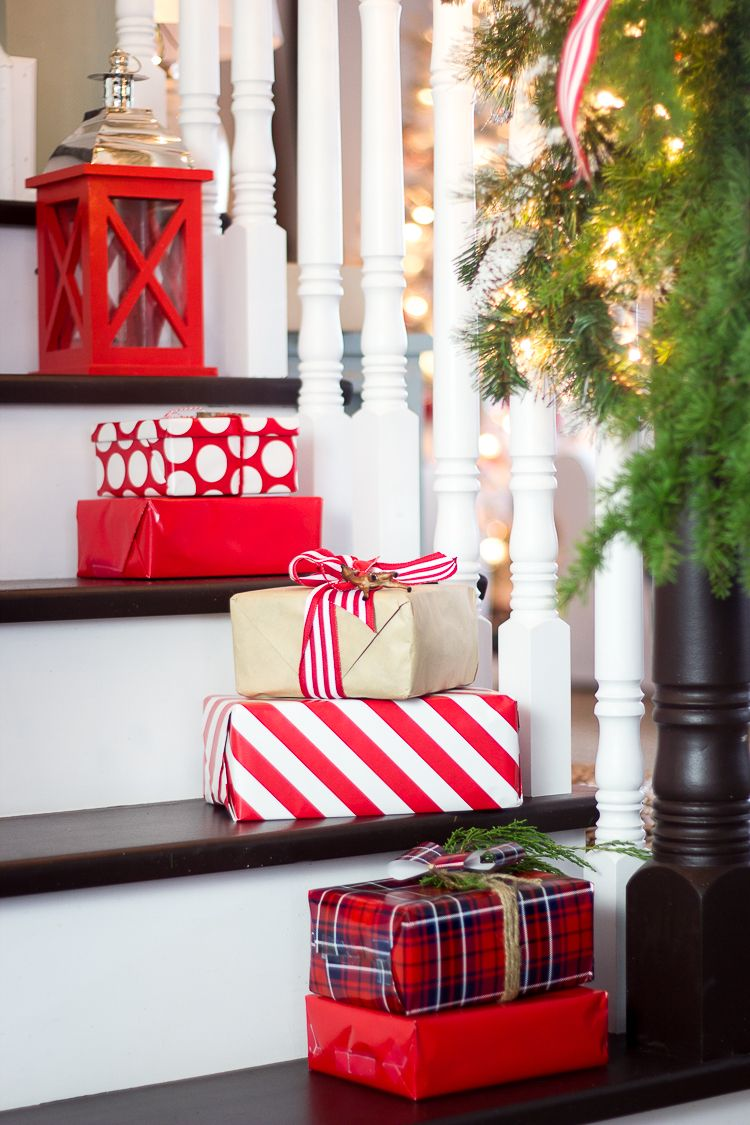 Christmas Decoration Ideas For Staircase Part - 20: 12 Christmas Decorations for Stairs - How to Decorate a Staircase Indoors  for Christmas