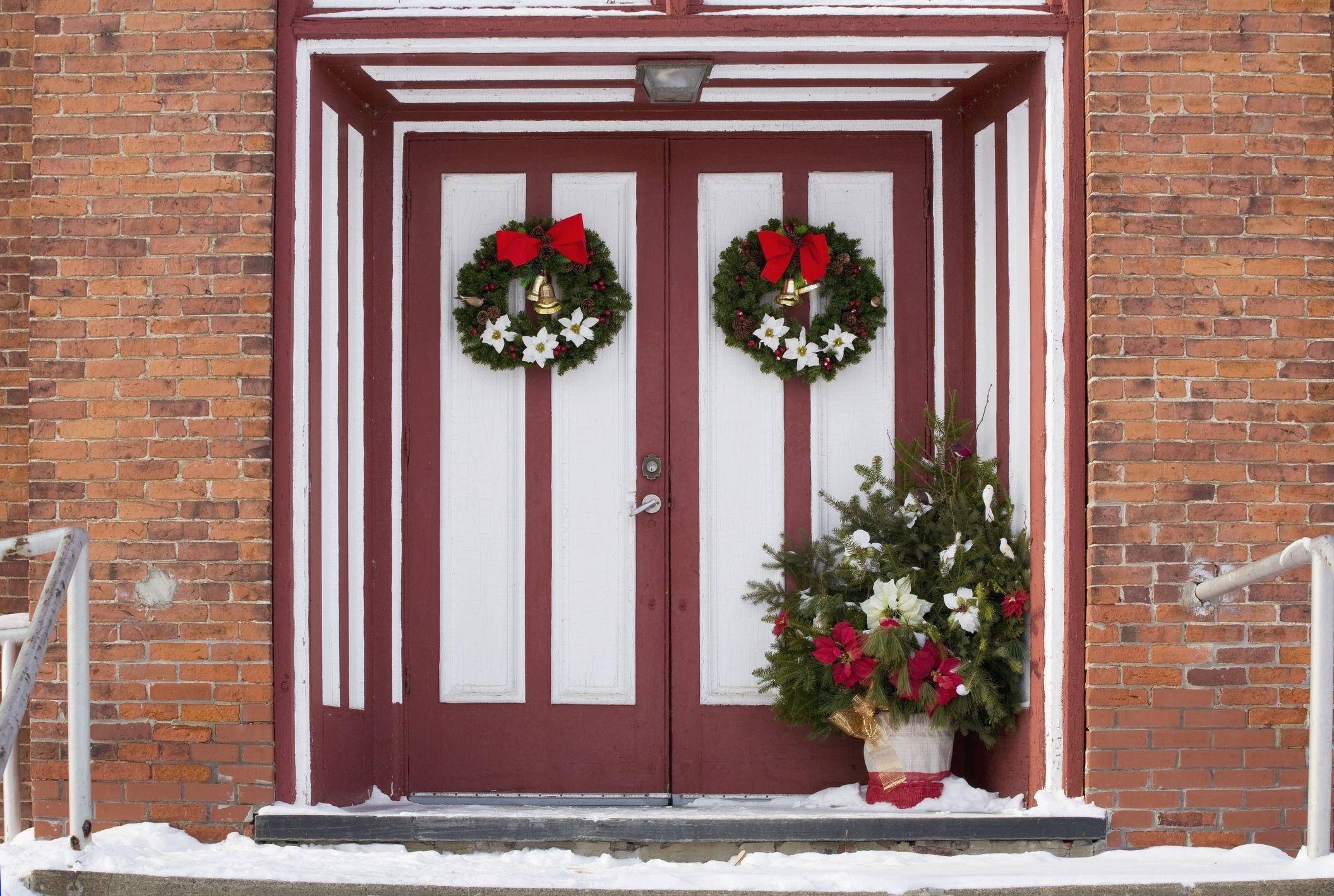 Christmas Door.30 Christmas Door Decoration Ideas Pretty Holiday Front Doors