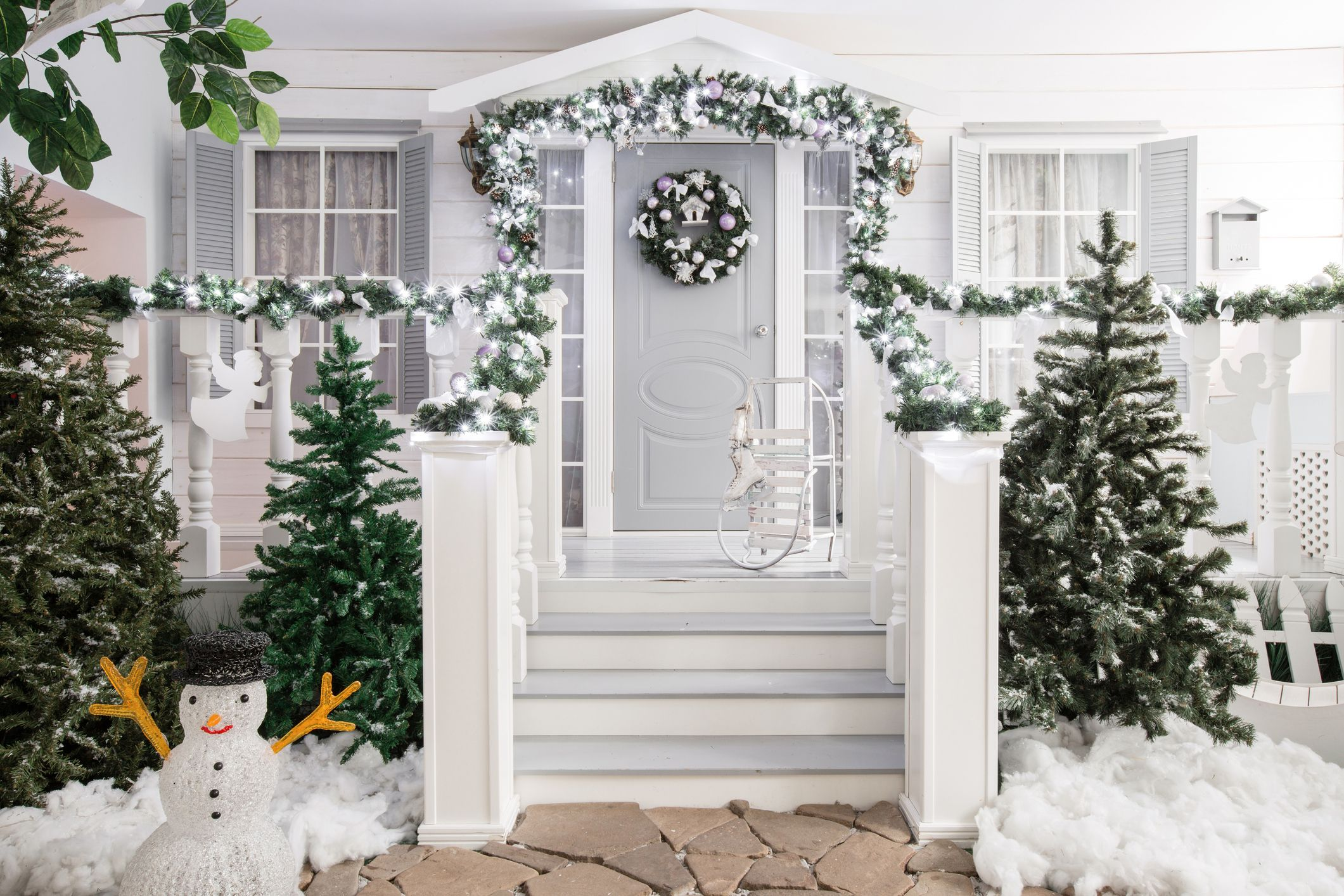41 Christmas Door Decoration Ideas Pretty Holiday Front Doors