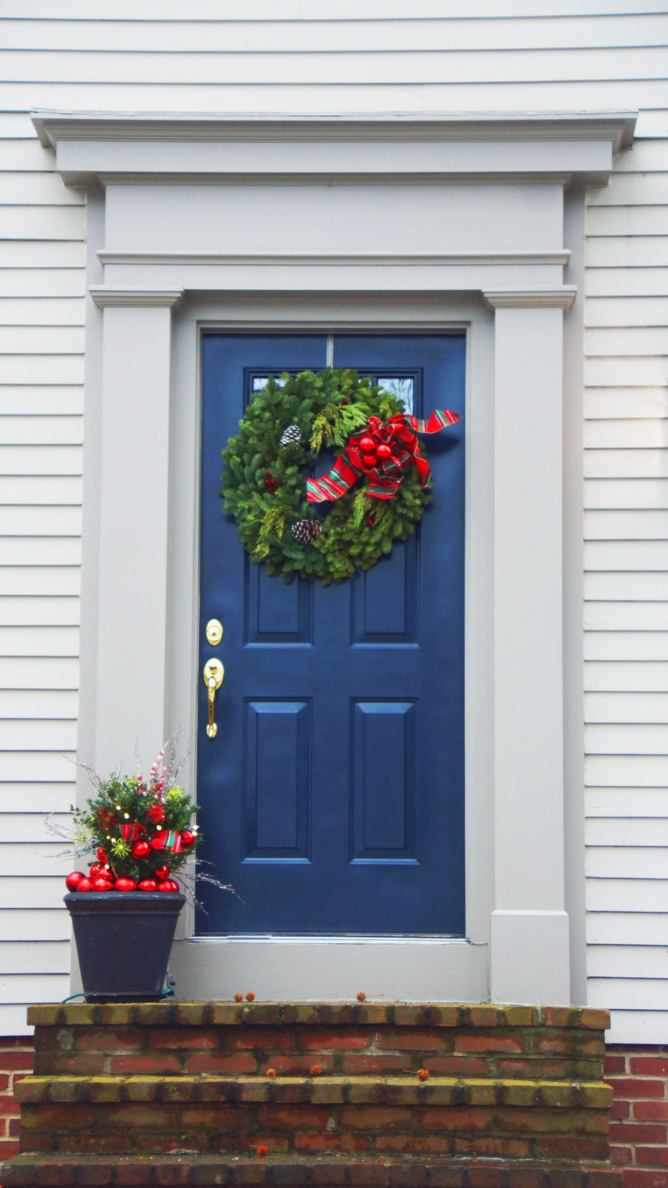30 Christmas Door Decoration Ideas Pretty Holiday Front Doors