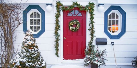 christmas house - How To Decorate Your Door For Christmas