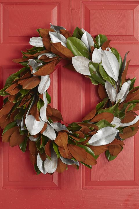 christmas door decorating - leaf wreath