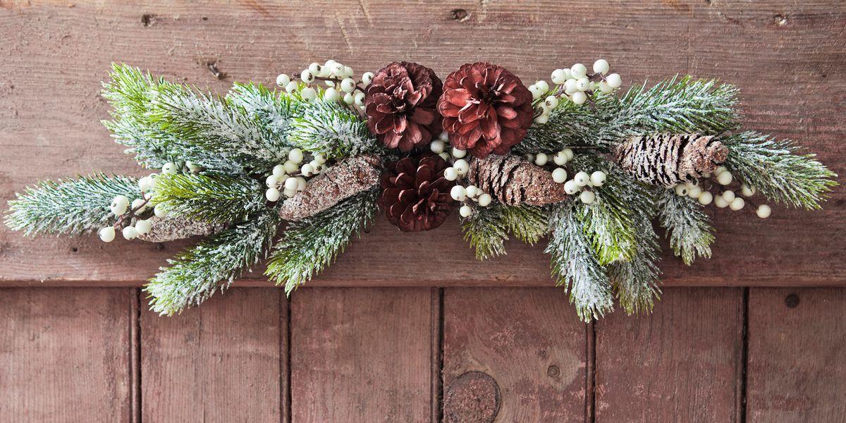 22 DIY Christmas Door Decorations