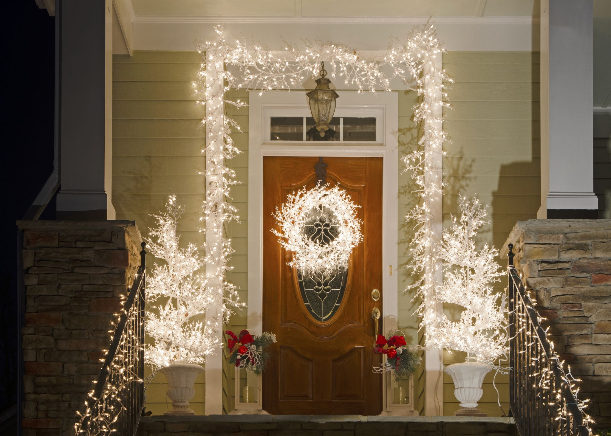 20 Christmas Door Decoration Ideas Pretty Holiday Front Doors