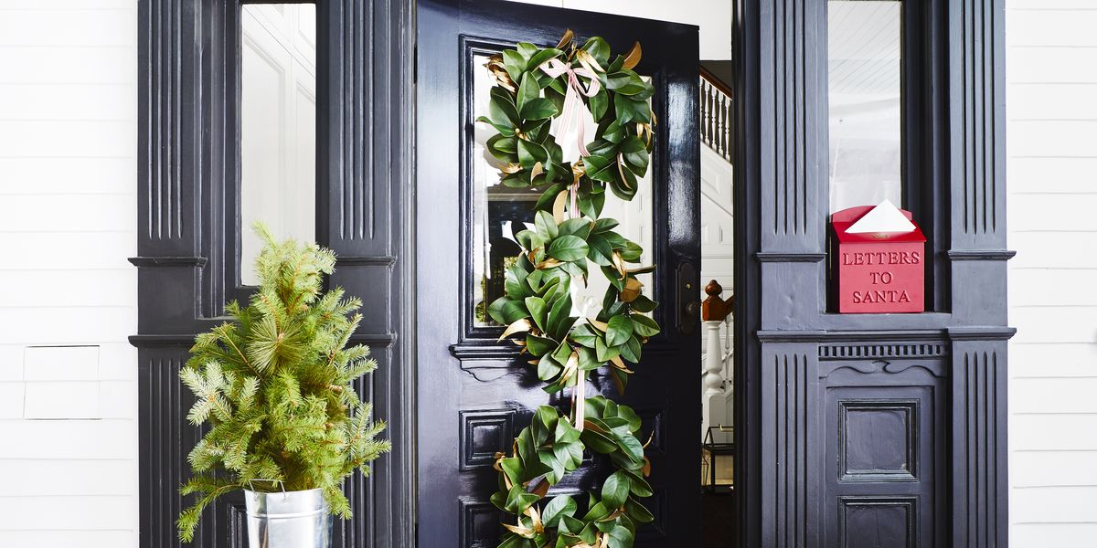 Festive Christmas Door Decorations That Will Delight Your Visitors