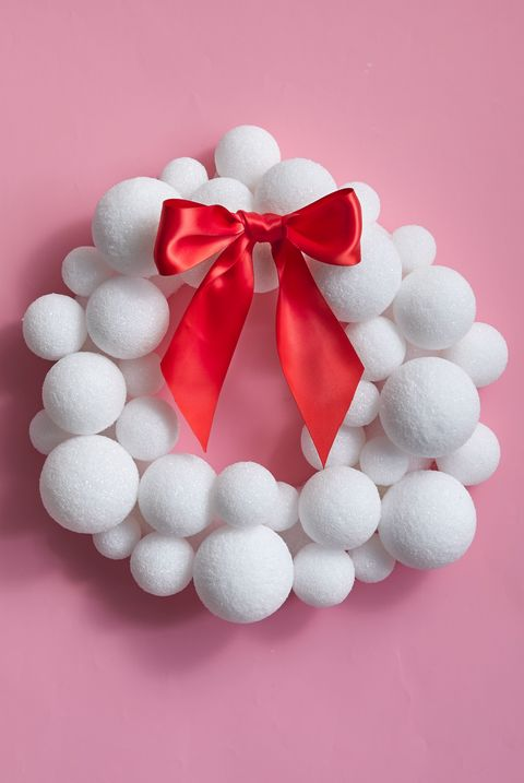 christmas-door-decorations-snowball-wreath