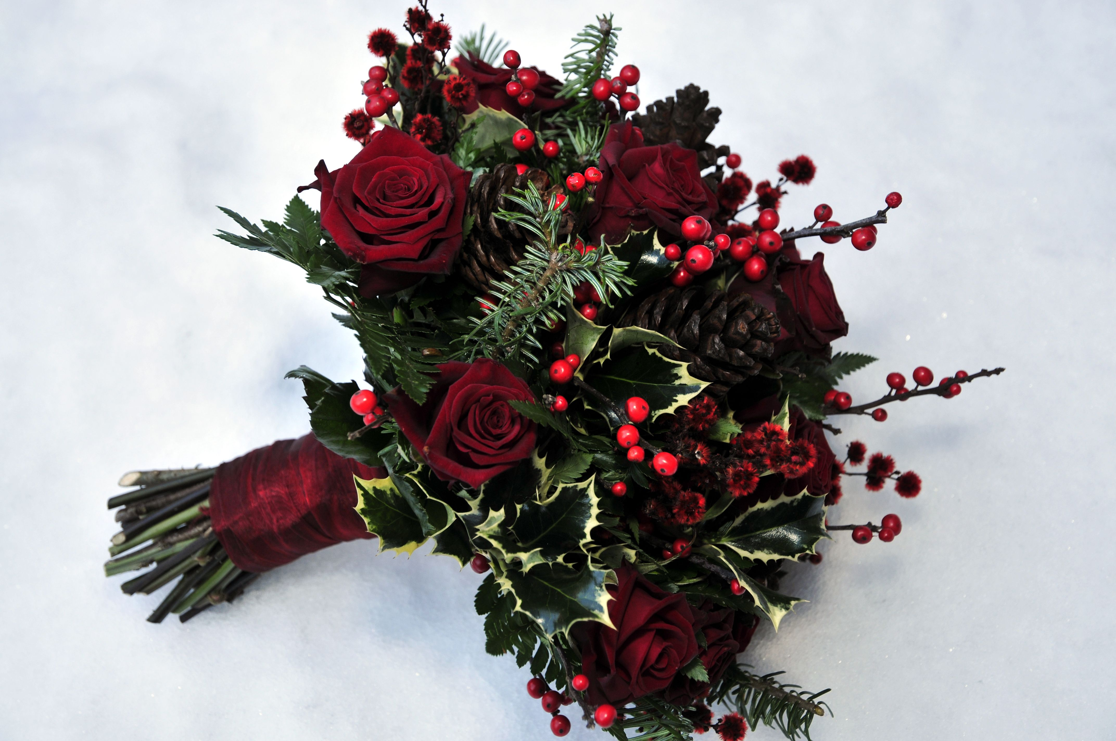 20 Christmas Flower Arrangements Winter Holiday Flower Arranging Ideas