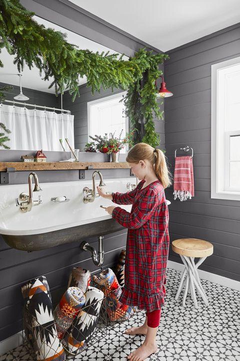 christmas garland bathroom
