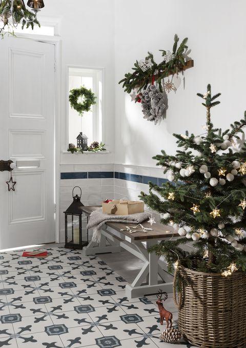 hallway christmas decor