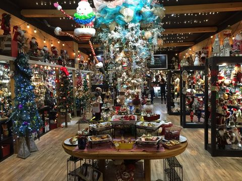 The Best Holiday Decor Stores In The U S Top Holiday Decor Stores In Every State Near You