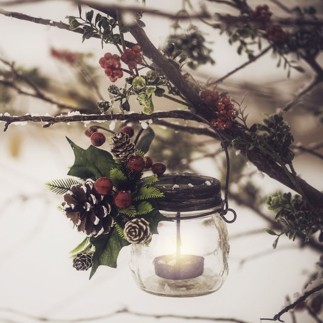 Christmas Lanterns.15 Diy Christmas Lanterns Christmas Lantern Decorations To Buy