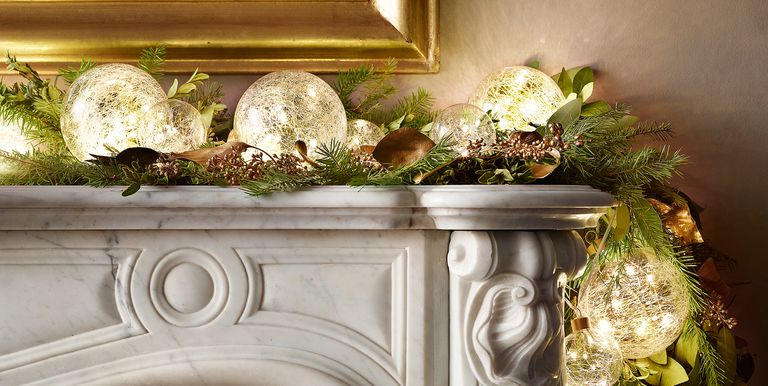 Best Christmas Light Ideas For Small Spaces - How to Decorate with ...