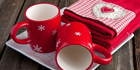 Christmas linen kitchen towels and ceramic mugs